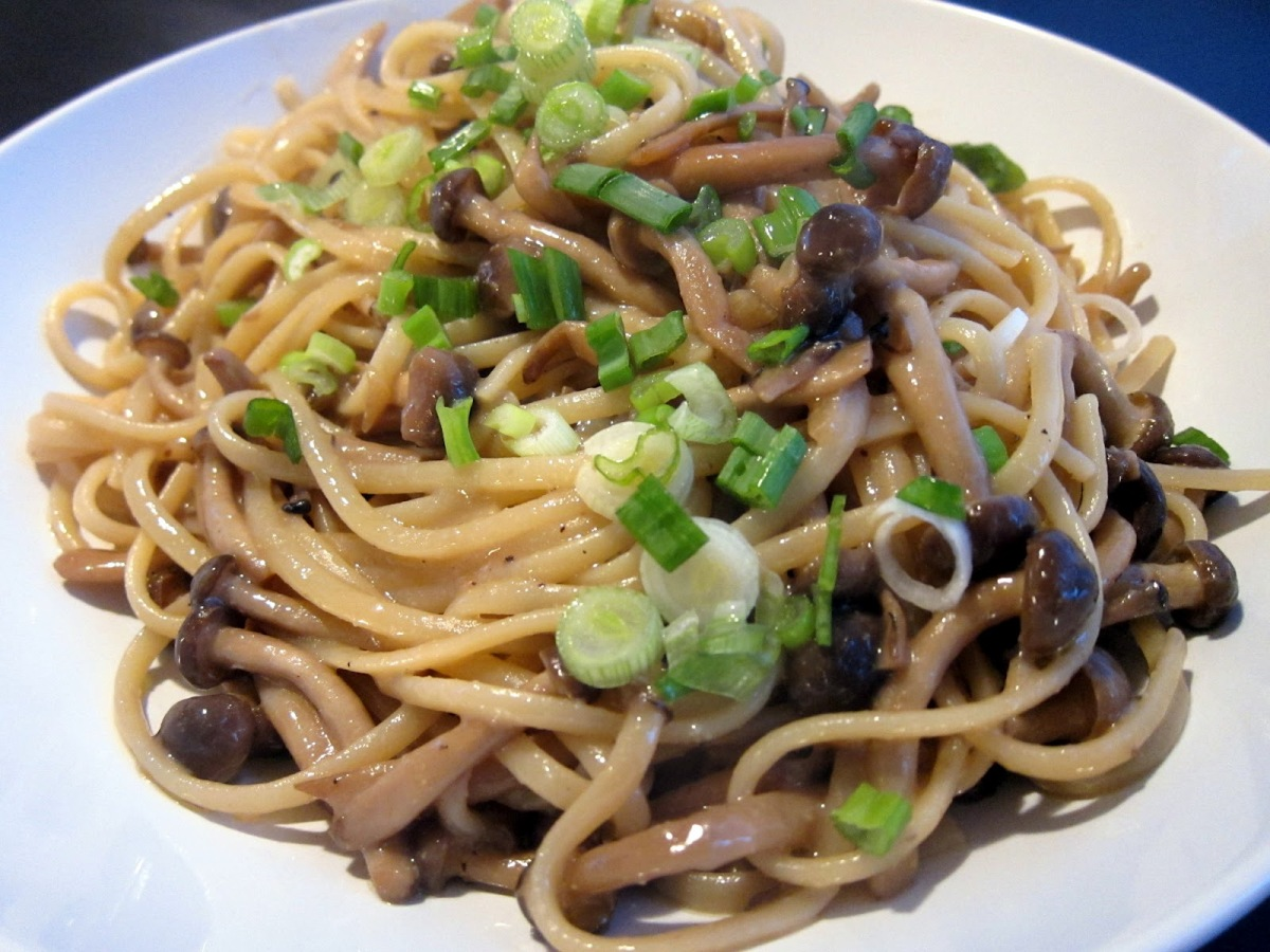 Linguine with Shimeji Mushrooms